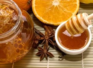 Корица и мед очень полезны для лица