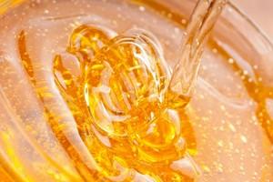 Как правильно растопить мед с помощью паровой бани
