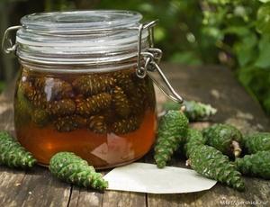 Сосновый мед очень долго не засахаривается
